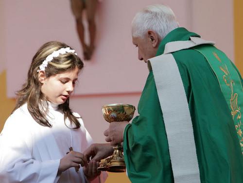 communion-dans-la-main-4.jpg