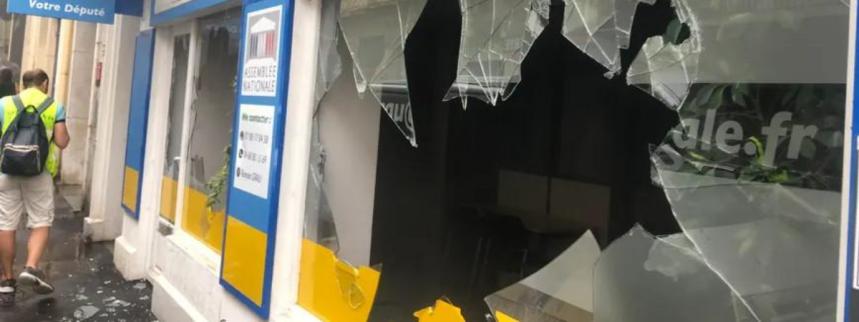 Screenshot_2019-07-27 Perpignan des gilets jaunes vandalisent la permanence d'un député LREM